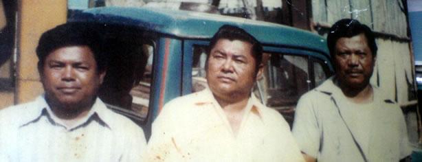 De izquierda a derecha, Adolfo, Enrique y Guillermo King Sing Tercero